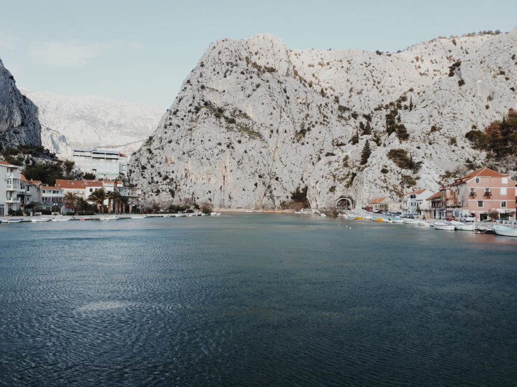 mali grad na ušću Cetine, Omiš