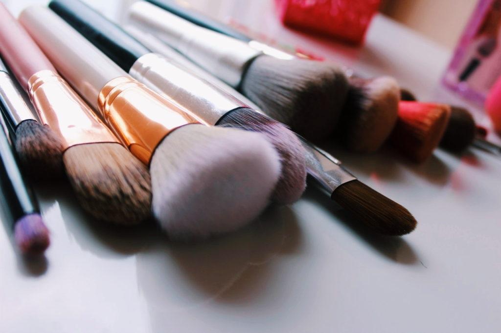 Čišćenje kistova i spužvica za šminkanje