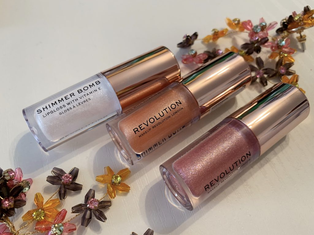 Makeup revolution shimmer bomb sjajila